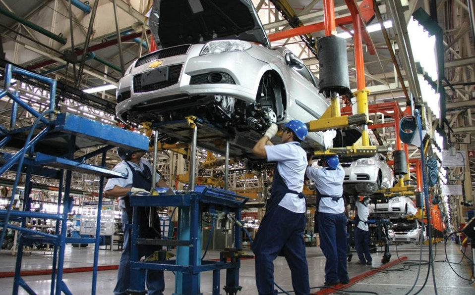 Economy minister: Mexican auto sector reopening in part to meet July 1 USMCA date