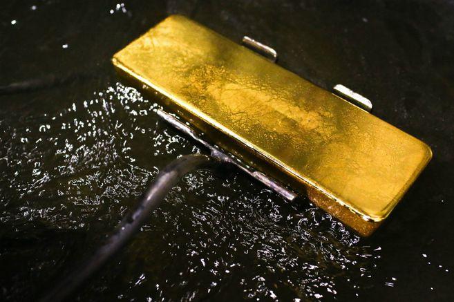 El oro supera los US$1.800 por onza por primera vez desde 2011